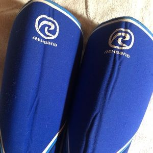 Pair of Rehband knee sleeve 7mm